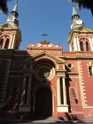 Viele schöne Kirche findet man in Santiago.