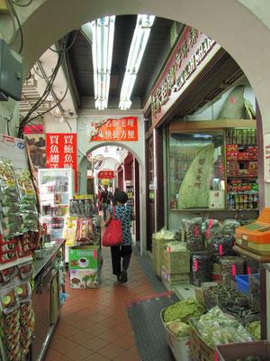 Überdachte Einkaufspassage. (Chinatown)