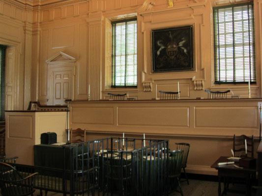 """Von 1776 bis 1783 (mit Ausnahme des Winters von 1777/78, als Philadelphia sich unter britischer Besatzung befindet) ist die """"Independence Hall"""" der Tagungsort des Zweiten Kontinentalkongresses."""