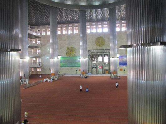 In der Istiqlal-Moschee.