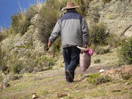 Was trägt denn dieser Herr auf seiner Tasche?