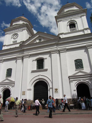 Die Basilica de la Candelaria am Parque Berrio.