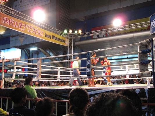 Muay Thai, also Thaiboxen.