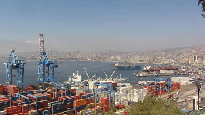 Blick auf den Containerhafen.