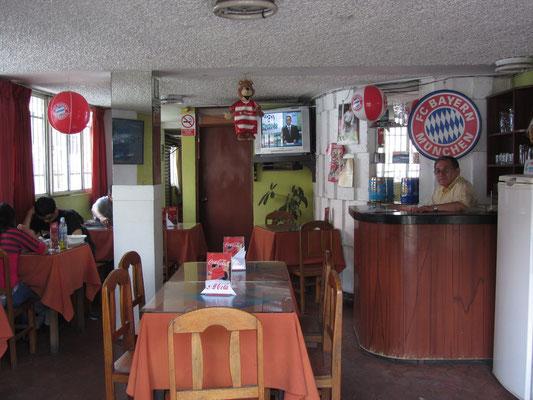 Jawohl! Ein echter Bayernfan dieser Restaurantbesitzer.