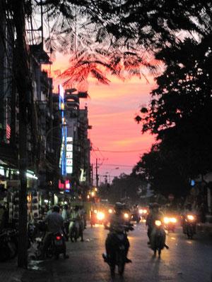 Sonnenuntergang in Chinatown.