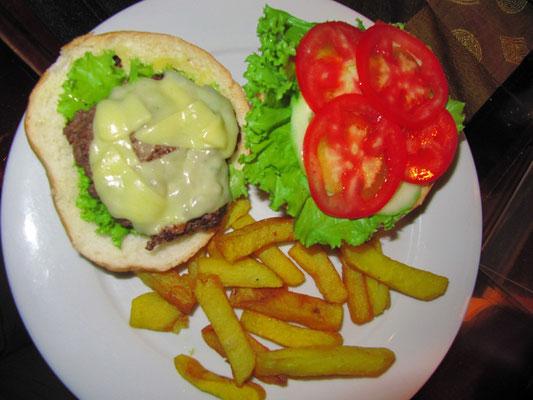 Mini-Cheeseburger im Riesenbrötchen.