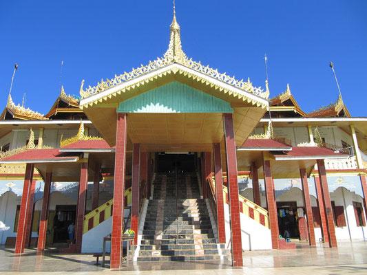 Eingang der Phaung-Daw-Oo-Pagode.