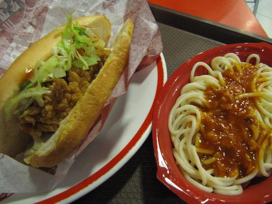 KFC - Kentucky's Hühnchen schmeckt auch in Indonesien. Außerdem ist's viel billiger.