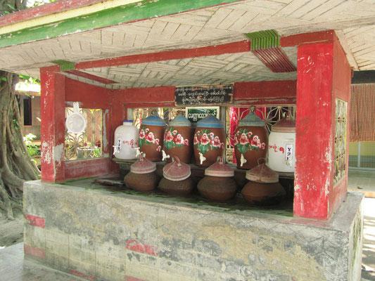 Wasser für alle im Mahagandayon-Kloster. (Amarapura)