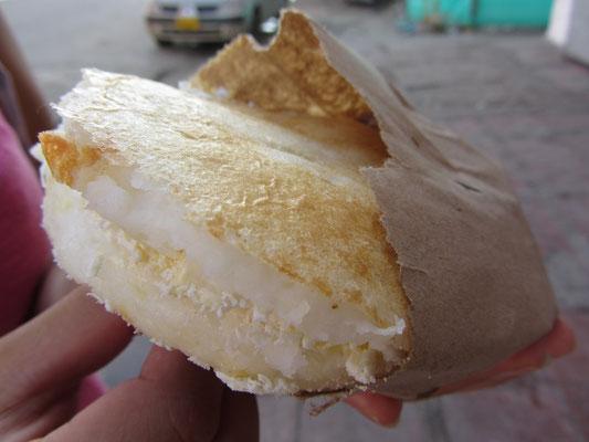 Arepa con queso fresco.