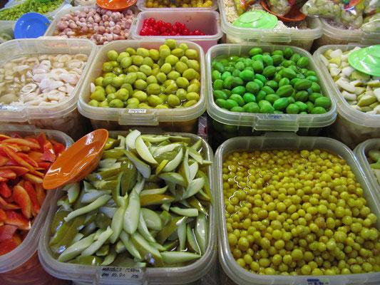Malaysische in Zucker eingelegte Früchte (u.a. Nutmeg/Muskat, Papaya, Mango).
