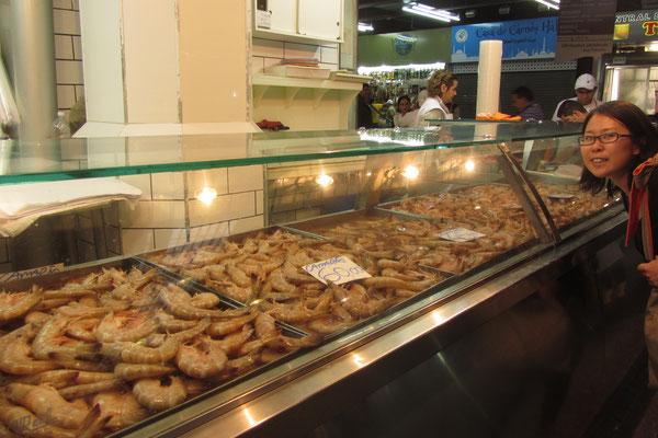 Die Markthallen sind ein wichtiges Zentrum zum Einkaufen und Zeitvertreib, mit einer großen Auswahl an Produkten, von Gemüsen und Früchten bis zu Gewürzen und exotischen Delikatessen, die in ganz São Paulo nur dort käuflich zu erwerben sind.