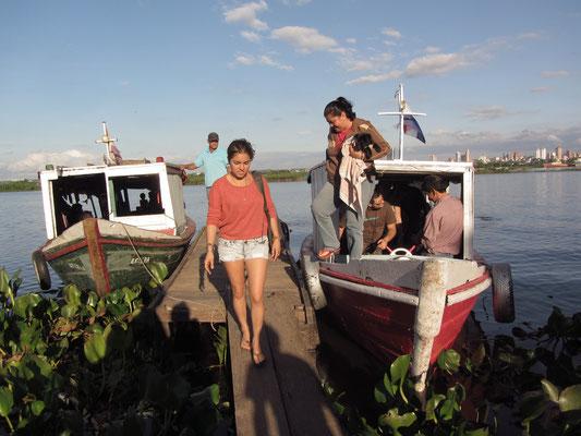 Unser kleines Boot. Nur wenige Touristen benutzen diese Boote, hauptsächlich werden sie von den Bewohnern benutzt um Einkäufe in der Stadt zu erledigen. Der Preis ist dementsprechend niedrig.