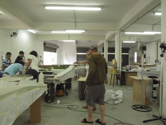 Im familieneigenen Betrieb unseres Gastgebers werden Miniuturanfertigungen zukünftiger Bauprojekte hergestellt.