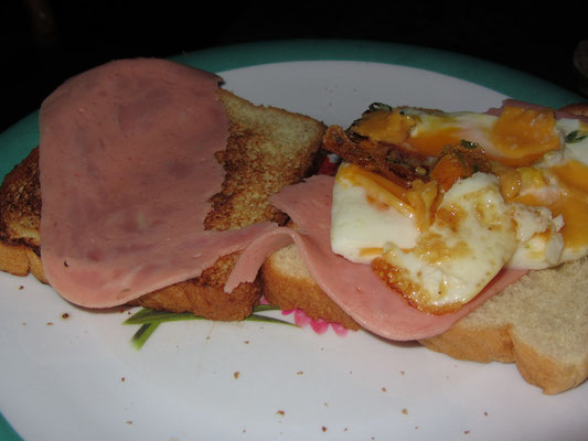 Schinken-Sanwiches mit Ei.
