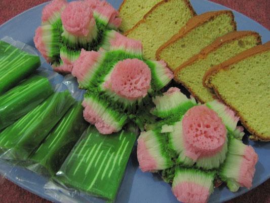 Süüüßigkeiten bei der traditionellen Hauseinweihung in Malang.
