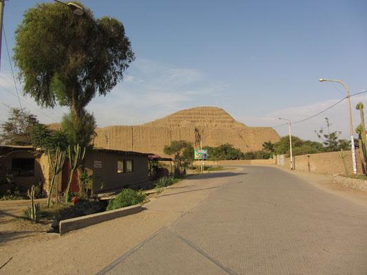 Die Sonnenpyramide. Die Spanier hatten nach Goldfunden einen Großteil des Gebäudes zerstört.