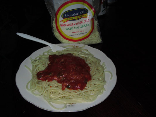 Selbstgekocht... und ordentlich Mozzarella druff.