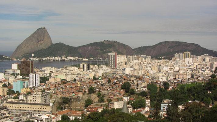 """Im Gegensatz zu Sao Paulo sind einige Favelas direkt in der Stadt """"gefangen""""."""