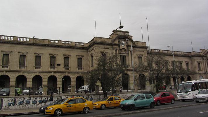 Der Bahnhof der Stadt. Leider fahren von hieraus nur zweimal wöchentlich Züge nach Rosario. Tickets gibt's daher meist nur Wochen im Vorhinein zu kaufen.