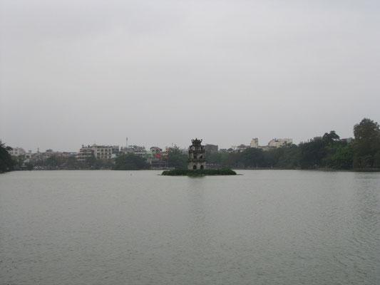 Der Schildkröten–Turm im Hoan-Kiem-See ist das Wahrzeichen Hanois.