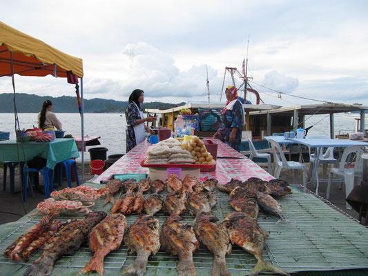 Philippinische Fischverkäufer.