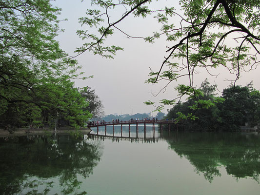 The-Huc-Brücke (Hoan-Kiem-See).