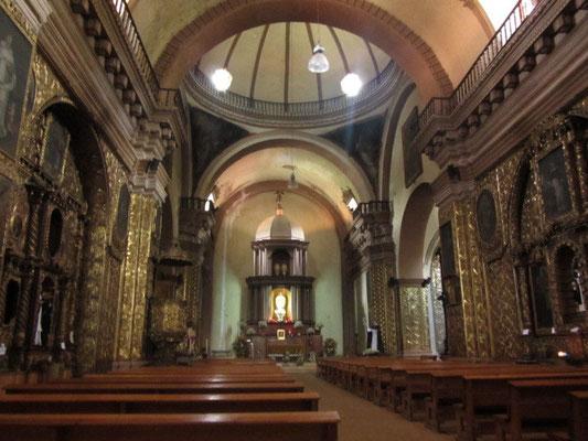 In der Kirche Santo Domingo.