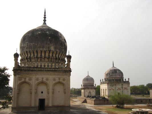 Die Qutb-Shahi-Gräber.