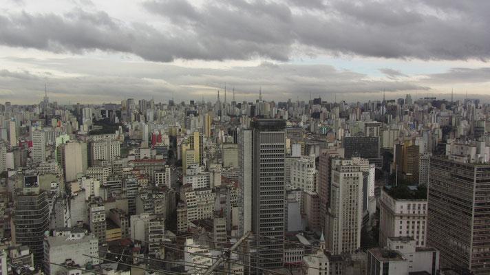 Blick vom Edifìcio Altino Arantes (Banespa-Building). Das Gebäude hat 161 Meter, 35 Etagen, 900 Stufen und kann bei Vorlage eines Ausweises mit Foto kostenlos besucht werden.