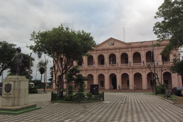 Das rosafarbene Cabildo beherbergt heute das Museo del Congreso Nacional.