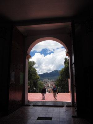 Blick aus der Kirche auf dem Cerro de Guadalupe.