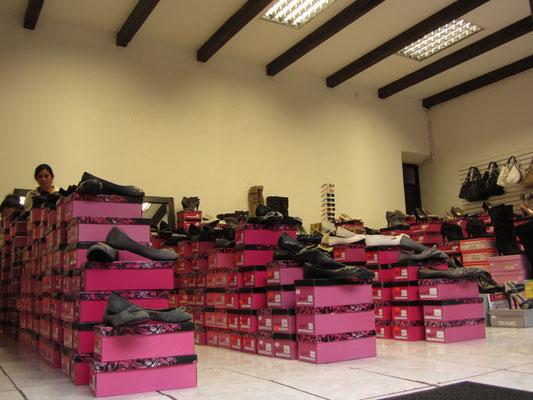 Moderner Shoe Store.