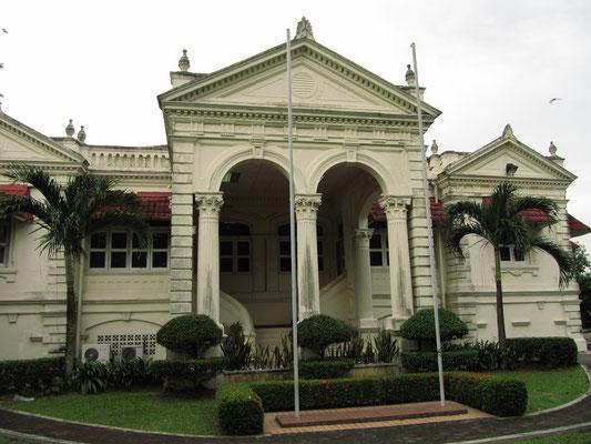 Militärgebäude auf dem Bukit Timbalan.