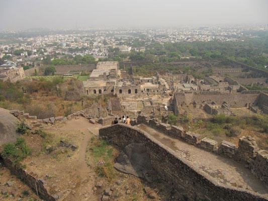 Blick auf die Fortanlage.