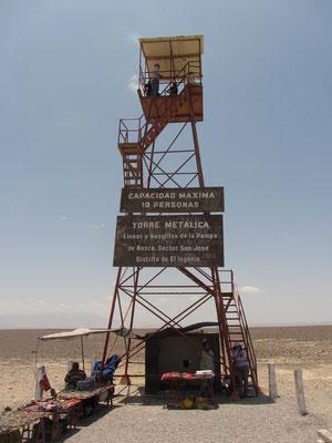 Nazcalinien-Mirador - man kann die Nazcalinien auch ohne Flugzeug besichtigen und zwar 20 km vor Nazca. Dort hat Maria Reiche einen Turm errichtet. Er ist ca. 10 m hoch, der Eintritt ist 1 Sol.