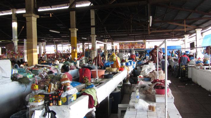 In der großen Markthalle sind die Preise niedrig, genau wie die Hygiene. Trotzdem waren wir Stammgäste.
