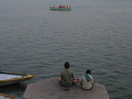 Viele Ausländer werden von der Spiritualität Varanasis und dem Ganges angezogen.