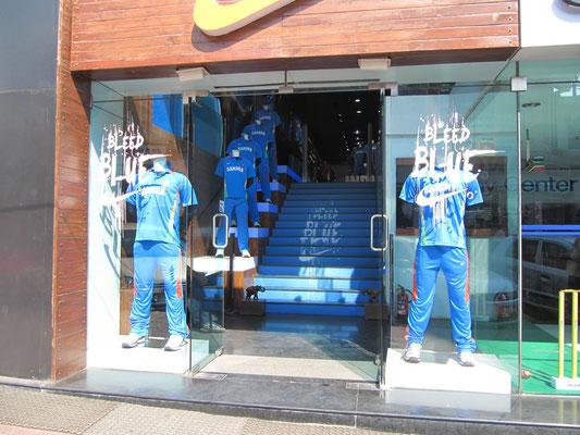 """""""Bleed Blue"""" - Und Indien hat letztendlich ihre Cricketweltmeisterschaft gewonnen. Die Merchandiseartikel gab's dazu auch im Nike-Store."""