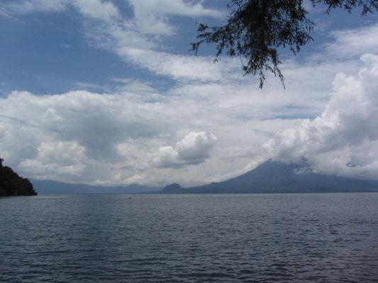 Blick auf den Vulkan San Pedro von San Marcos aus.