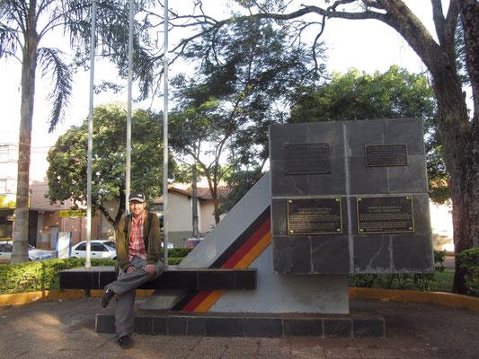 Deutsches Monument auf der Plaza de Armas.