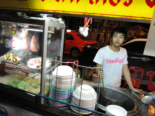 Nudelsuppe mit Schweinefleisch & Dumplings.