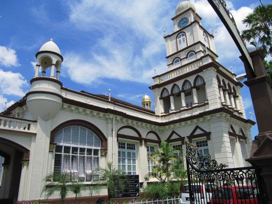 Die Masjid Negara (Staatsmoschee).