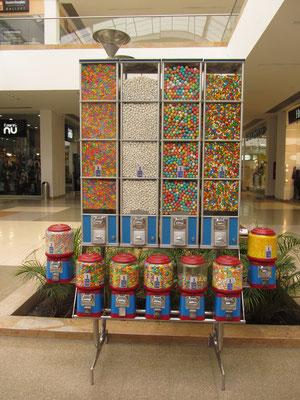 Süßigkeitsmaschinen im Shopping-Mall.
