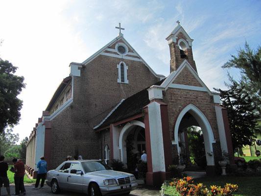 Die anglikanische St. John's Church wurde während der japanischen Besetzungszeit für einige Jahre in eine Nudelfabrik umfunktioniert.