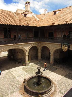 Damals war die Casa de la Moneda eines der größten Bauprojekte Spaniens und kostete Spanien 8321 Pesos und einen Goldbarren . Der Bau gilt heute als eines der bedeutendsten Beispiele spanischer Kolonialarchitektur in Lateinamerika.