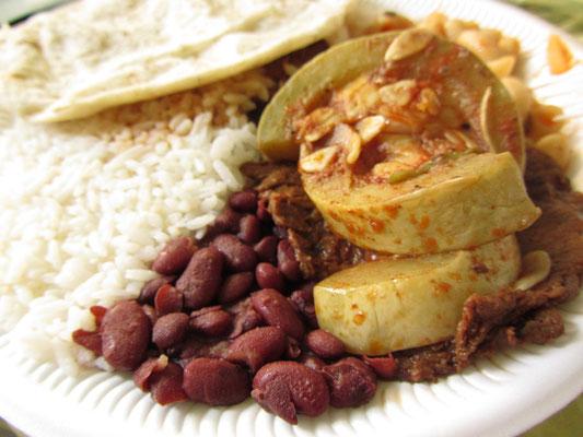 Frisch gekocht vom Markt geholt, diesmal mit Maniok.