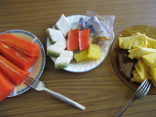 Papaya, chinesische & malayische Süßigkeiten, Ananas.