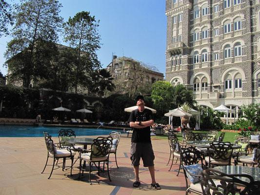 Im Innenhof des Taj.